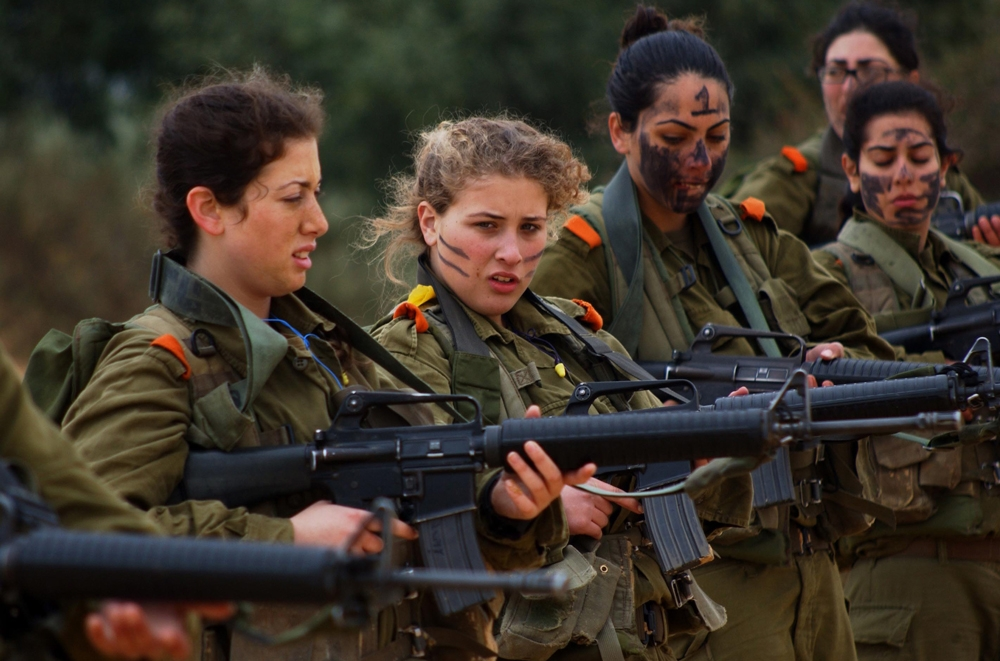female israeli soldiers with guns