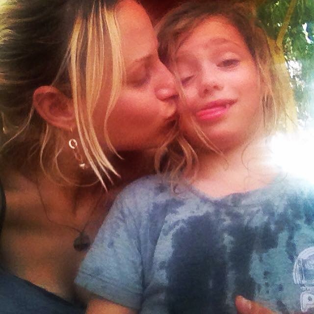sarah tuttle-singer with daughter in israel