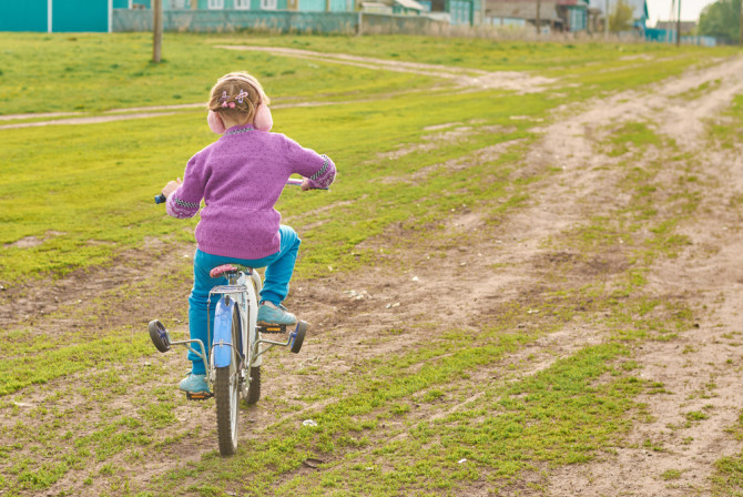 How I Taught My Daughter to Have Confidence by Riding a Bike