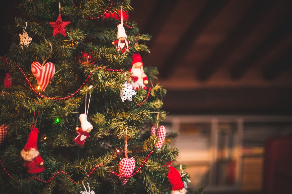 Why I Got a Christmas Tree for My Jewish Family This Year – Kveller