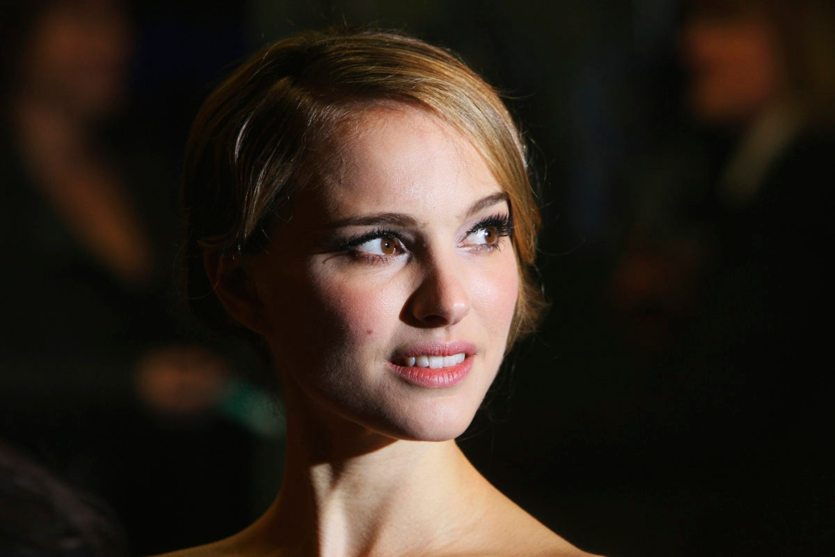 LONDON - FEBRUARY 19: Actress Nathalie Portman arrives at the Cinema & Television Benevolent Fund Royal Film Premiere - The Other Boleyn Girl at the Odeon Leicester Square on February 19, 2008 in London, England. (Photo by Chris Jackson/Getty Images)