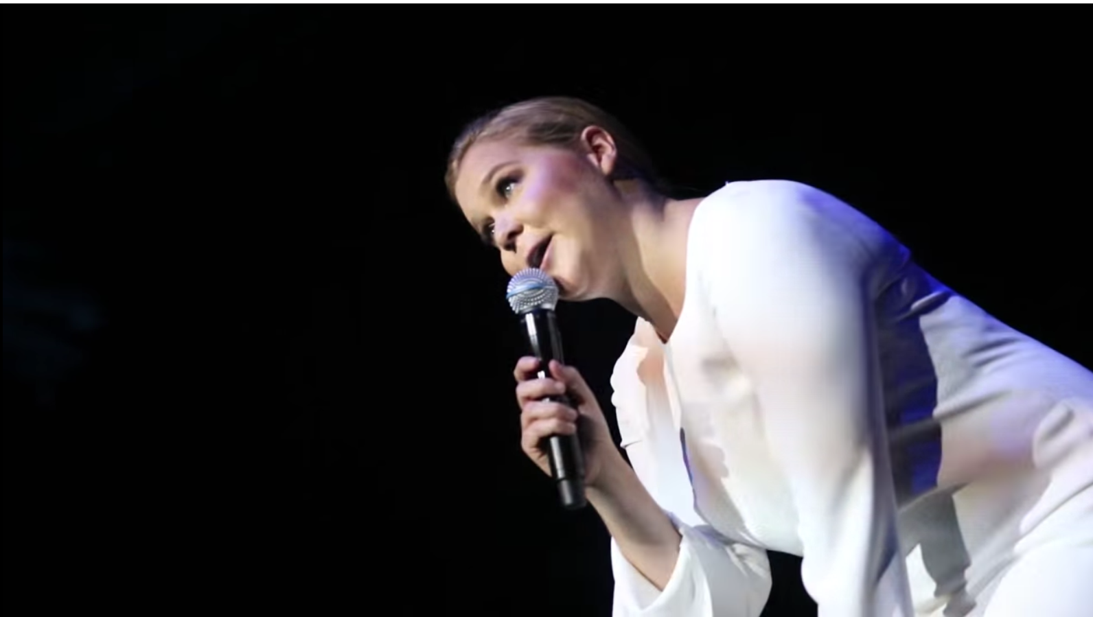 Amy Schumer Tit Pics amy schumer calls out heckler who yelled 'show us your tits