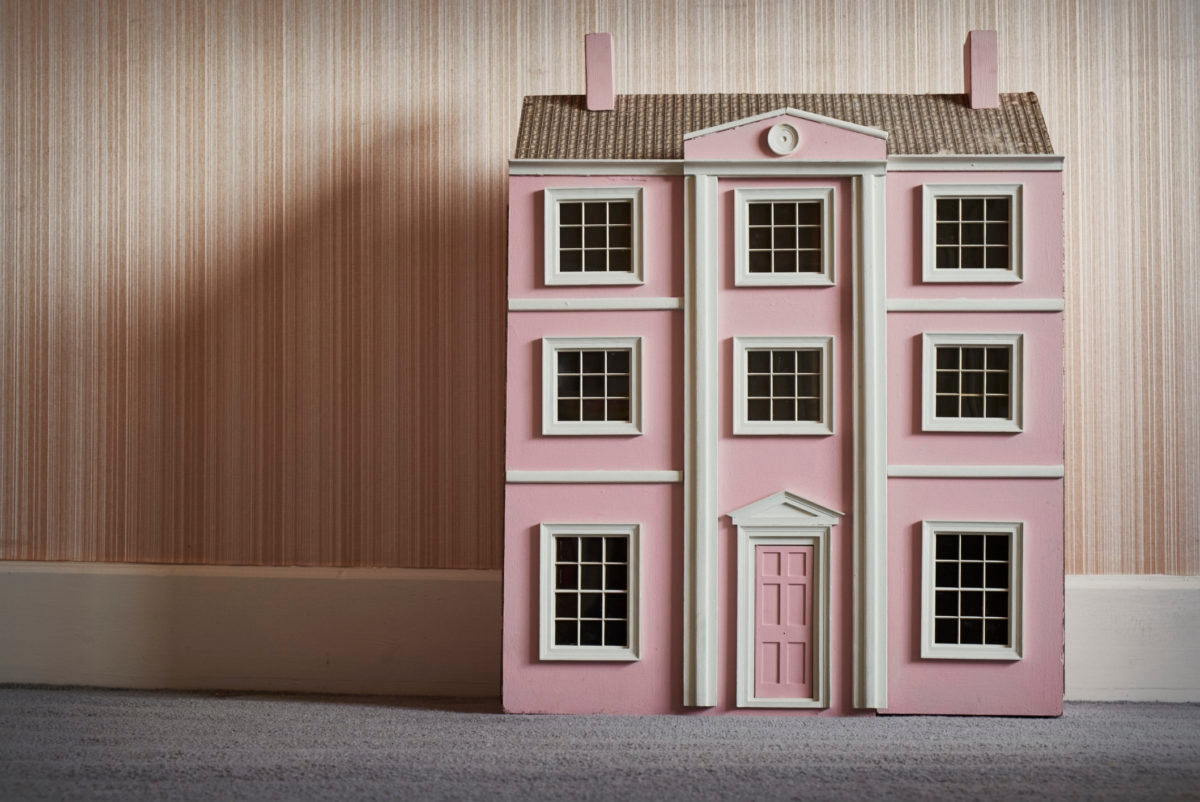 A pink dolls house.