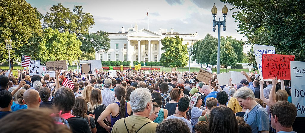 1024px-2017.08.13_Charlottesville_Candlelight_Vigil,_Washington,_DC_USA_8050_(36386558312)