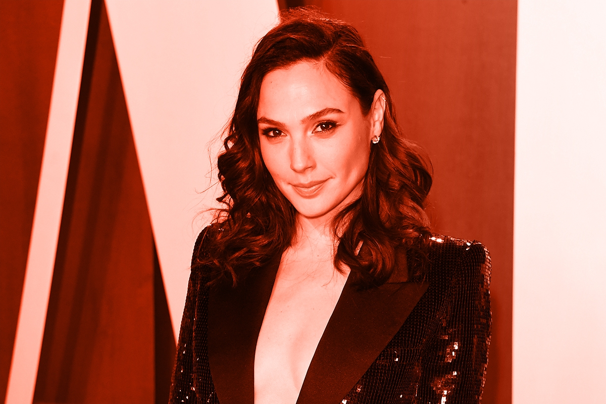 BEVERLY HILLS, CALIFORNIA - FEBRUARY 09: Gal Gadot attends the 2020 Vanity Fair Oscar party hosted by Radhika Jones at Wallis Annenberg Center for the Performing Arts on February 09, 2020 in Beverly Hills, California. (Photo by Daniele Venturelli/WireImage,)