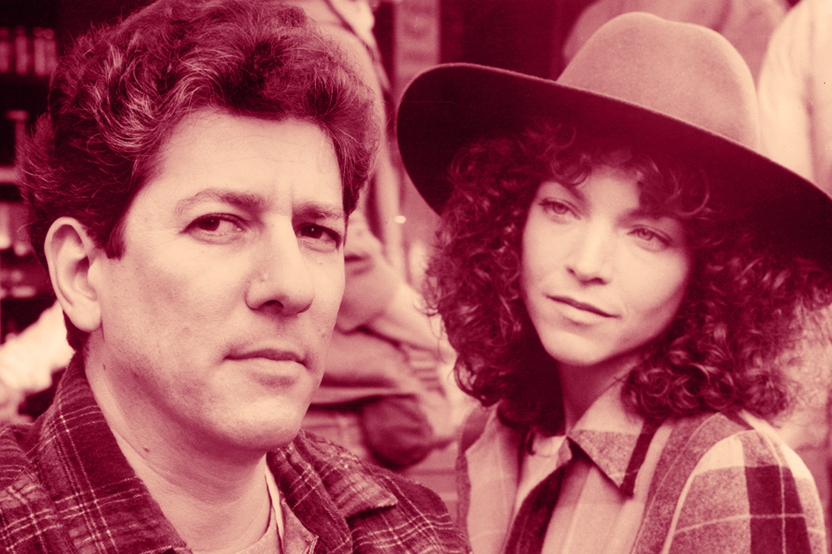 Amy Irving takes a long hard look at eligible pickle store owner Peter Riegert in a scene from the film 'Crossing Delancey', 1988. (Photo by Warner Brothers/Getty Images)