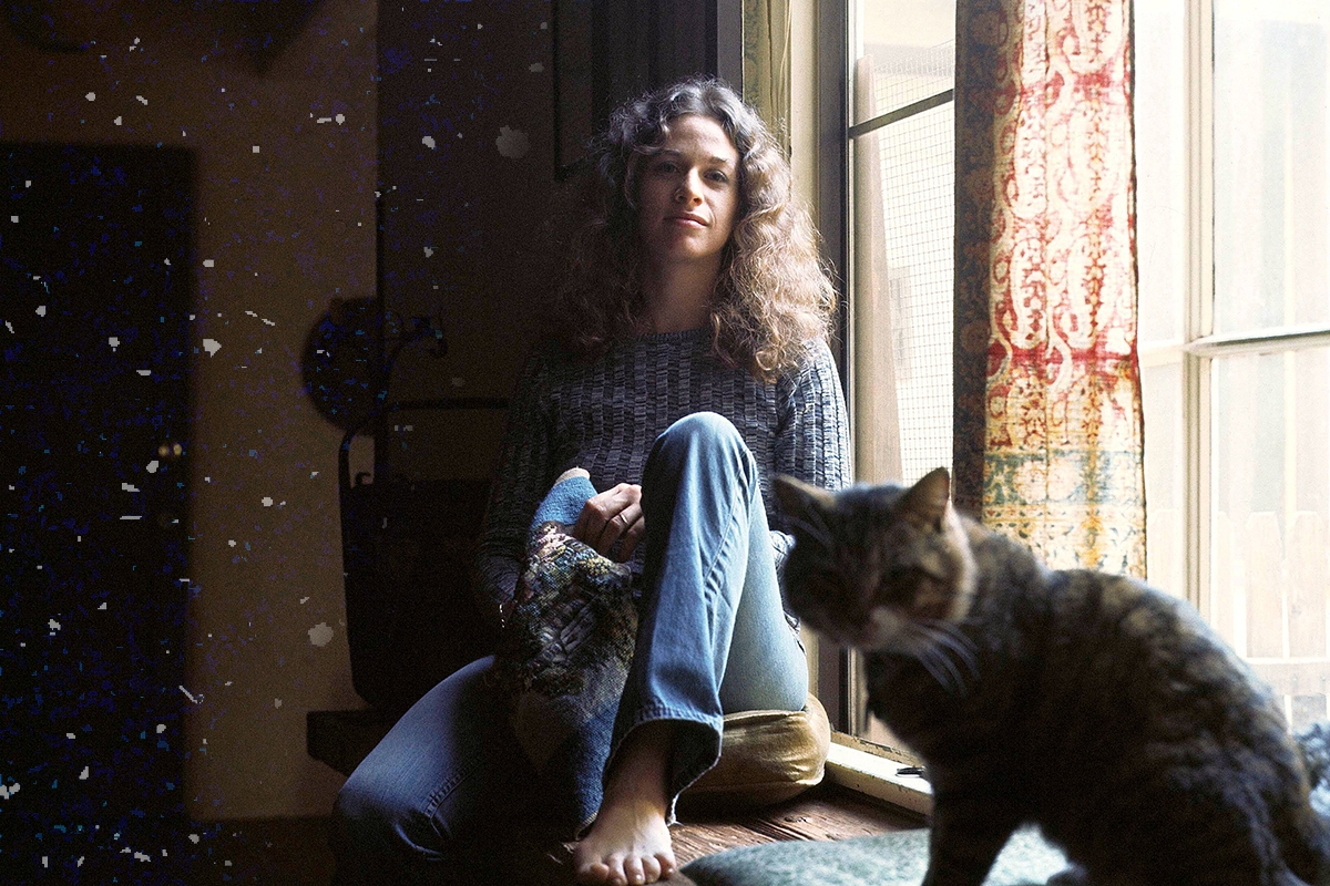 UNITED STATES - JANUARY 27: LAUREL CANYON Photo of Carole KING, Tapestry LP cover session (Photo by Jim McCrary/Redferns)