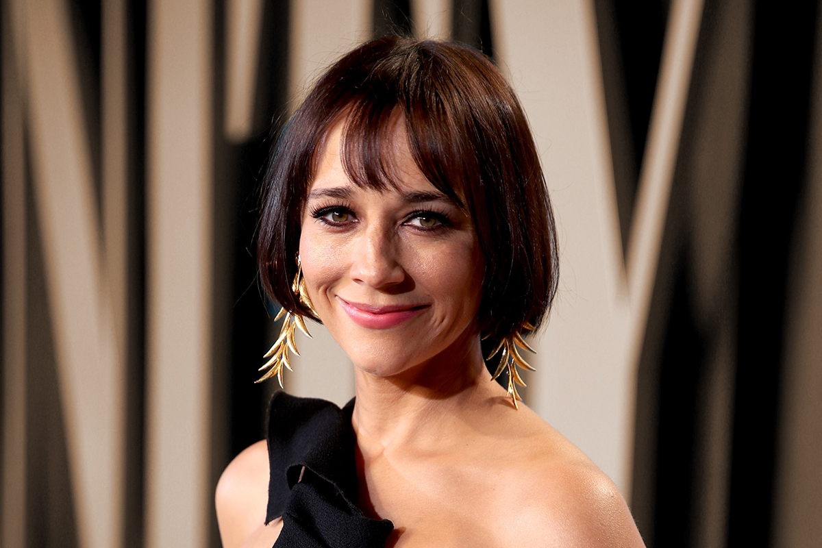 BEVERLY HILLS, CALIFORNIA - FEBRUARY 09: Rashida Jones attends the 2020 Vanity Fair Oscar Party hosted by Radhika Jones at Wallis Annenberg Center for the Performing Arts on February 09, 2020 in Beverly Hills, California. (Photo by Rich Fury/VF20/Getty Images for Vanity Fair)