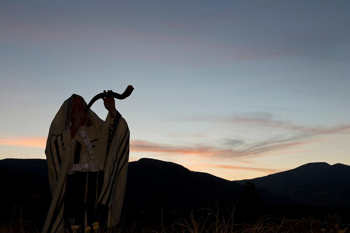cantor blowing a shofar