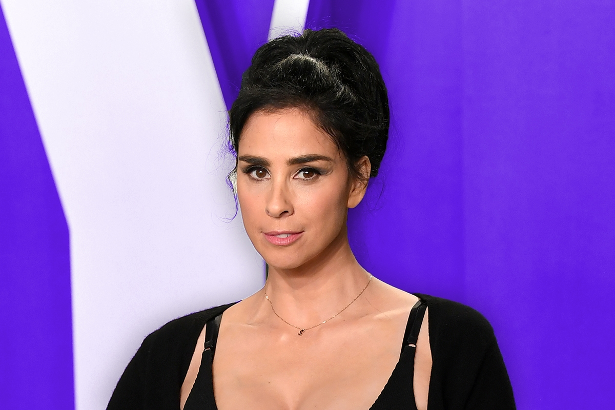 BEVERLY HILLS, CALIFORNIA - FEBRUARY 09: Sarah Silverman attends the 2020 Vanity Fair Oscar Party hosted by Radhika Jones at Wallis Annenberg Center for the Performing Arts on February 09, 2020 in Beverly Hills, California. (